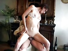 YOUNG GIRL FUCK'S GRANDPA