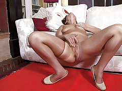Milf in shiny Pantyhose