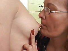 mom plays with daughter's friend